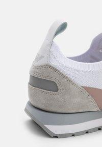 Emporio Armani - Zapatillas - white/silver - 4