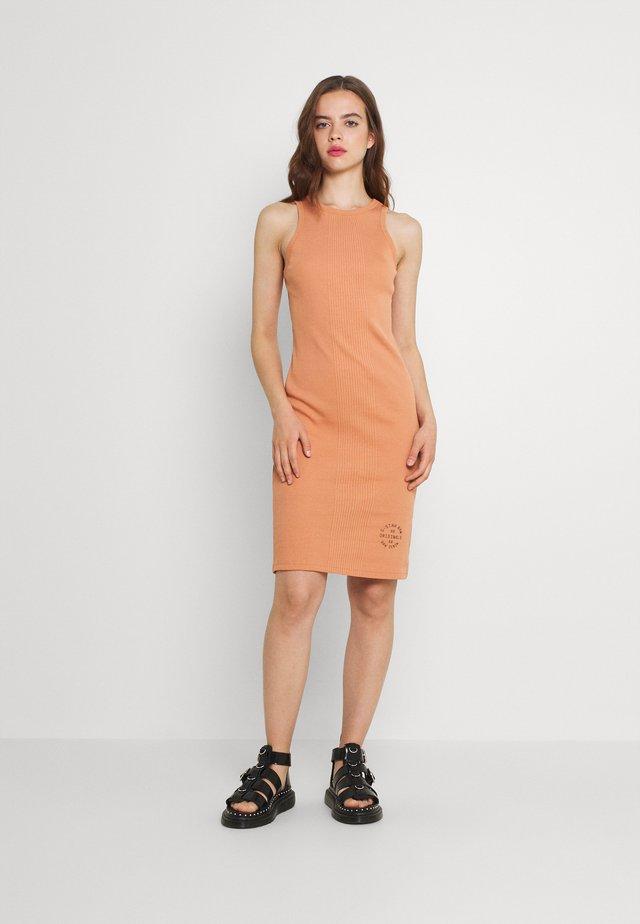ENGINEERED TANK DRESS - Sukienka etui - light paste