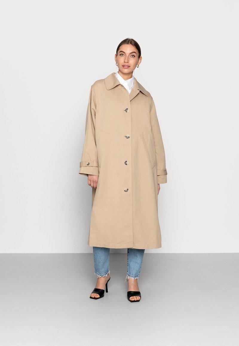 ARKET - TRENCH - Trenchcoat - beige
