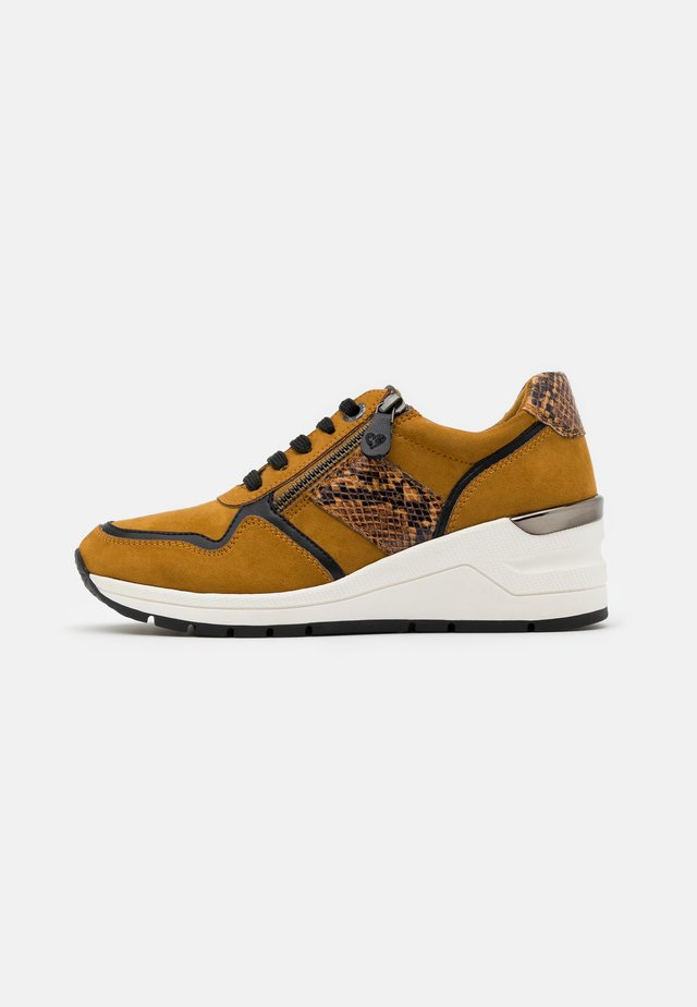 LACE UP - Sneakers laag - mustard
