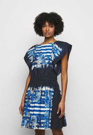 DRESS - Pouzdrové šaty - blue