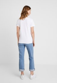Levi's® - THE PERFECT TEE - Print T-shirt - white - 2
