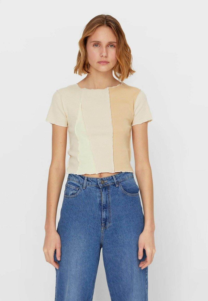 Stradivarius - T-shirt z nadrukiem - beige