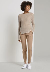 mine to five TOM TAILOR - MIT BUNDFALTEN - Chinos - camel melange - 1