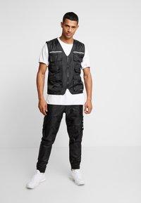 Golden Equation - RIGA  - Cargo trousers - black - 1