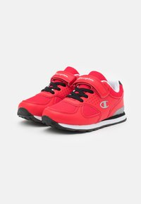 Champion - LOW CUT SHOE ERIN UNISEX - Sports shoes - red - 1