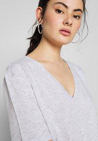 Weekday - LAST VNECK - T-shirts - grey melange - 4