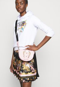 Versace Jeans Couture - LADY SKIRT - Pleated skirt - black/pink confetti - 3