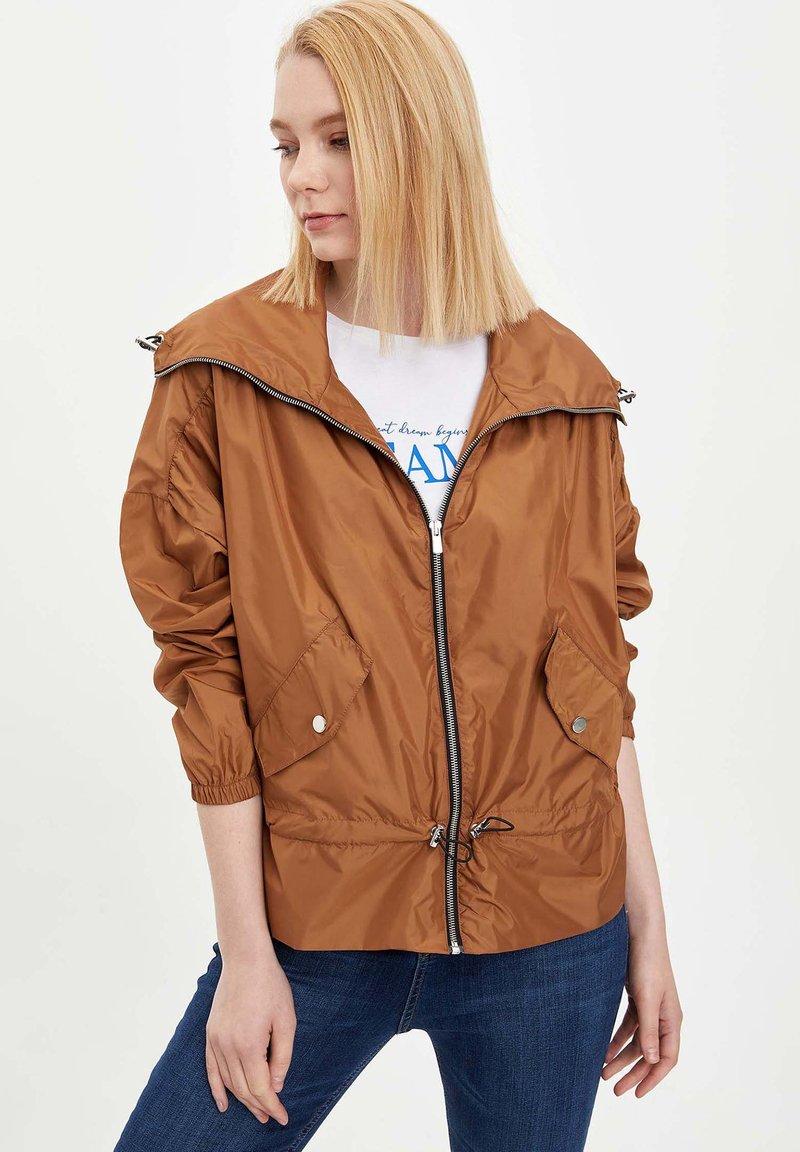 DeFacto - Veste mi-saison - brown
