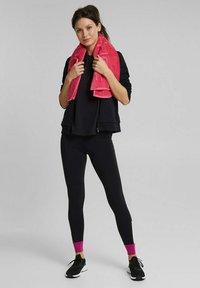 Esprit Sports - MIT LOGO-PRINT - Print T-shirt - black - 1