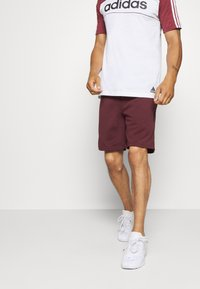 Jack & Jones - JJIZPOLYESTER SHORT - Urheilushortsit - port royale - 0