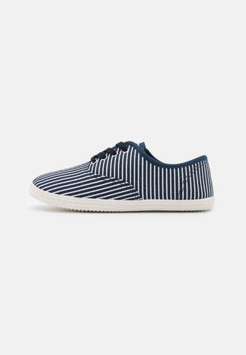 Sneakersy niskie - dark blue/white