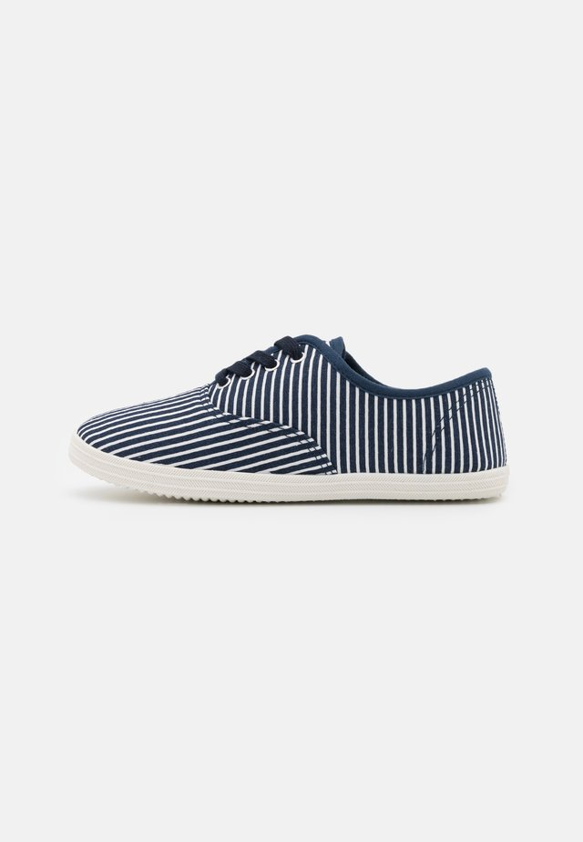 Baskets basses - dark blue/white