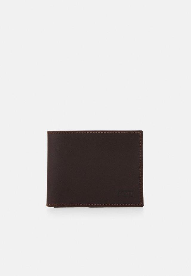 CASUAL CLASSICS HUNTE COIN BIFOLD BATWIN - Wallet - dark brown