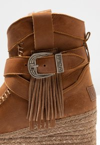 Vidorreta - DAKOTA - Wedge Ankle Boots - camel - 2