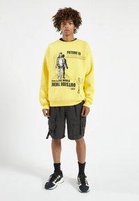 PULL&BEAR - Sweatshirt - yellow - 1