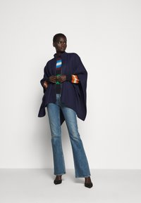 WEEKEND MaxMara - NOME - Cape - ultramarine - 1