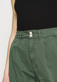 Pepe Jeans - MAMBA - Trousers - forest green - 3