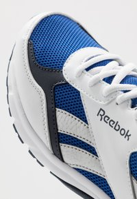 Reebok - PHEEHAN - Obuwie do biegania treningowe - white/collegiate royal - 5