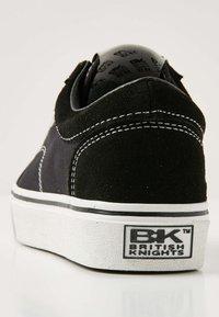 British Knights - MACK  - Baskets basses - black/white - 4