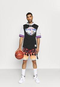 Mitchell & Ness - NBA ALL STAR FASHION HOODY - Print T-shirt - black/silver - 1