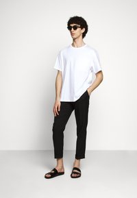 Filippa K - BRAD - Basic T-shirt - white - 1