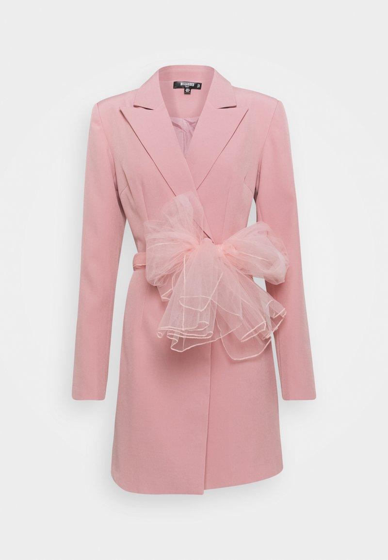 Missguided Tall - TALL MESH BOW WAIST BLAZER DRESS - Skjortekjole - blush