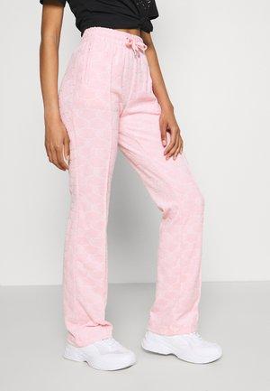 TOWEL TINA TRACK PANTS - Pantaloni sportivi - almond blossom