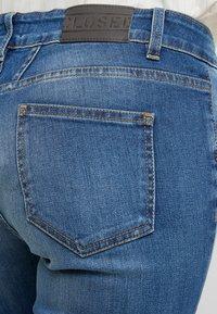 CLOSED - BAKER LONG - Jeans Slim Fit - mid blue - 5