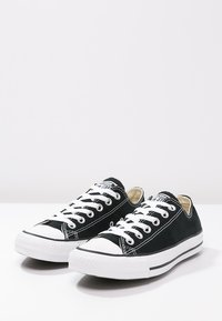 Converse - CHUCK TAYLOR ALL STAR OX - Sneakersy niskie - black - 2