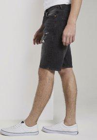 TOM TAILOR DENIM - Denim shorts - used dark stone black denim - 3