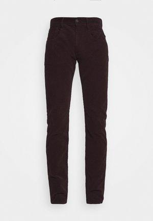 ANBASS - Pantaloni - deep burgundy