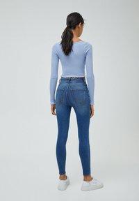 PULL&BEAR - MIT HOHEM BUND - Jeans Skinny Fit - light blue - 2