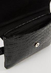 Vero Moda - Bum bag - black - 4