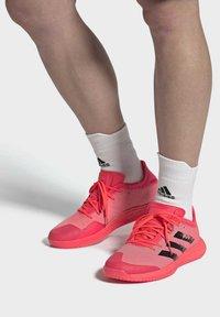 adidas Performance - ADIZERO LIGHTSTRIKE INDOOR SPORTS SHOES - Handball shoes - sigpnk/cblack/coppmt - 0
