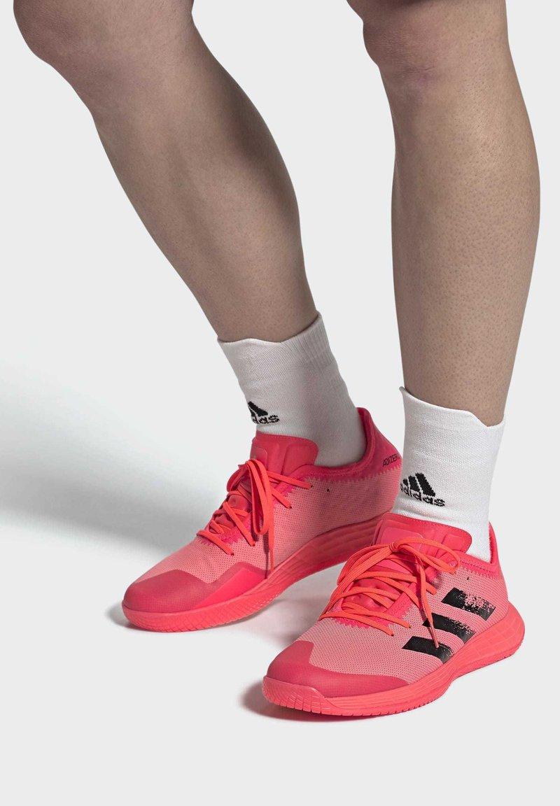 adidas Performance - ADIZERO LIGHTSTRIKE INDOOR SPORTS SHOES - Handball shoes - sigpnk/cblack/coppmt