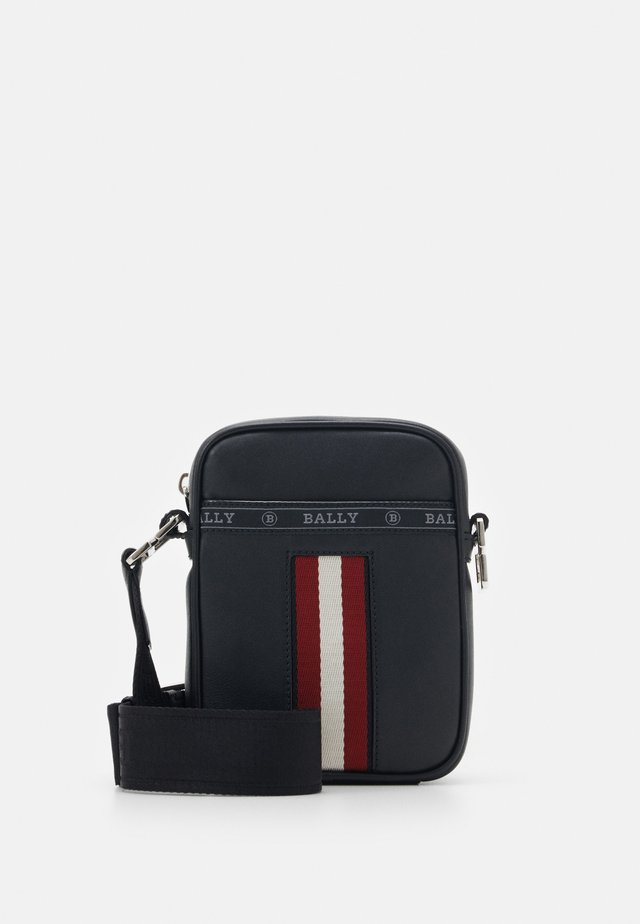 HEYOT - Across body bag - black/bone/red
