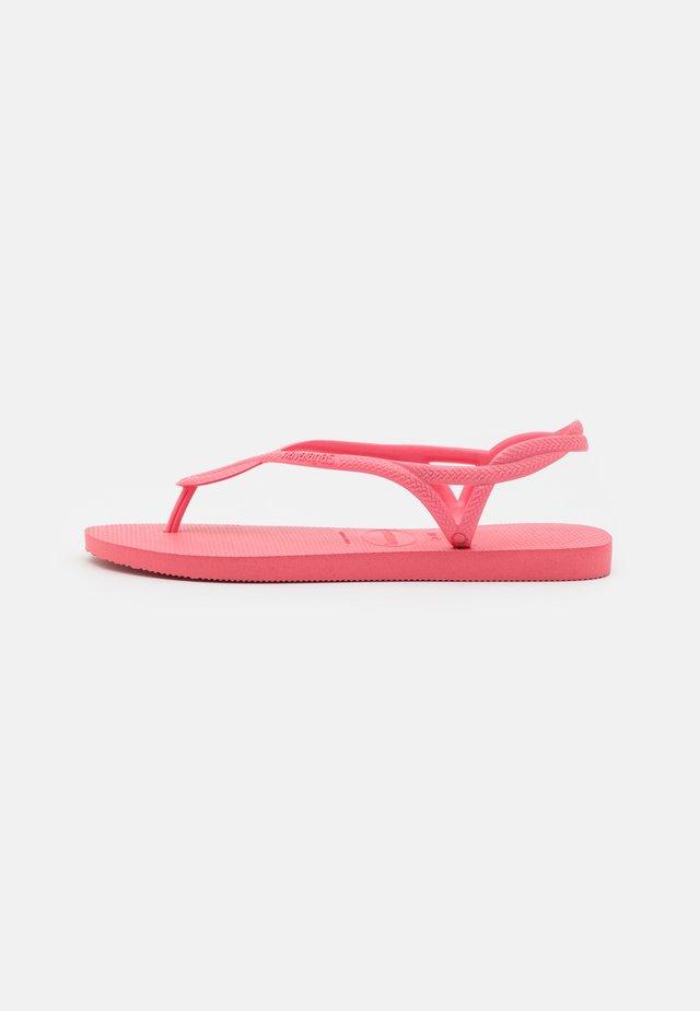 LUNA - Sandály s odděleným palcem - pink porcelain