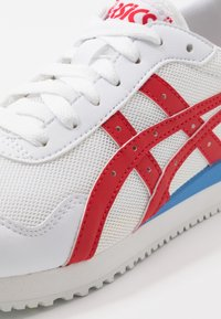 ASICS SportStyle - TIGER RUNNER UNISEX - Sneakers - white/classic red - 5