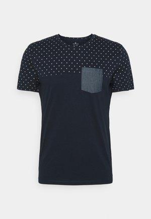 T-shirt med print - navy base white element design