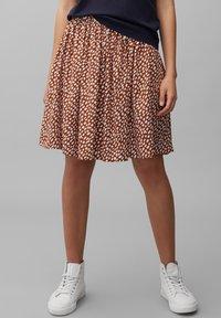 Marc O'Polo DENIM - ALLOVER-PRINT - Pleated skirt - multi/cinnamon brown - 0