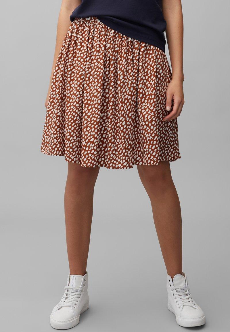Marc O'Polo DENIM - ALLOVER-PRINT - Pleated skirt - multi/cinnamon brown
