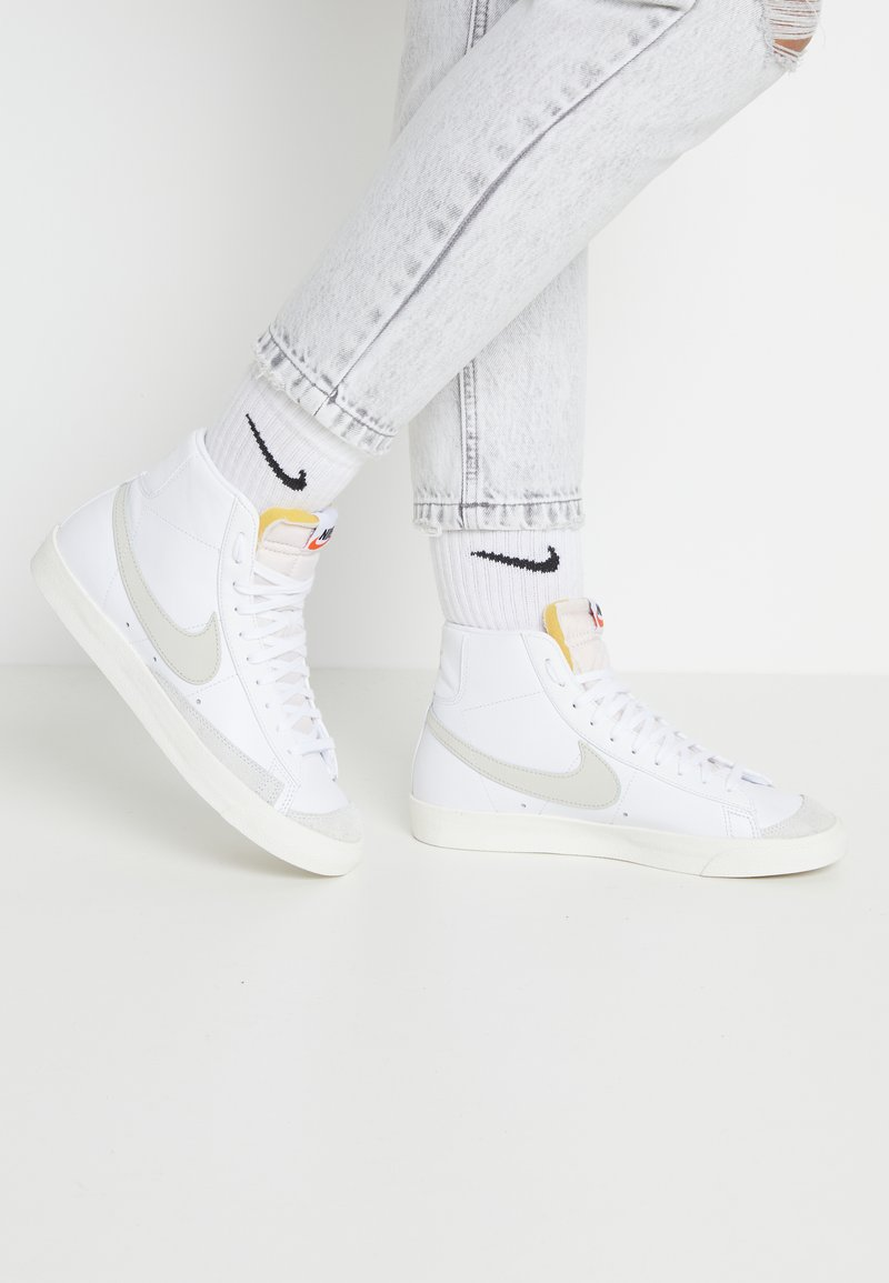 Nike Sportswear - BLAZER MID '77 - Sneakers hoog - white/light bone/sail