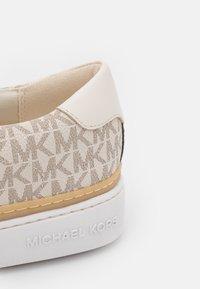 MICHAEL Michael Kors - CHAPMAN LACE UP - Tenisky - vanilla/cream - 6
