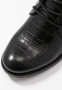 Caprice - BOOTS - Šněrovací kotníkové boty - black - 2