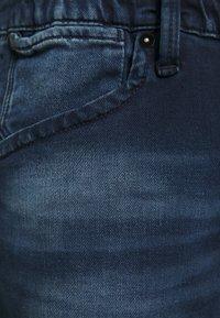 Jack & Jones - IRICK  - Džínové kraťasy - blue denim - 5