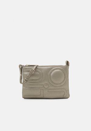 ENVELOPE - Across body bag - silver
