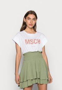 Moss Copenhagen - ALVA SEASONAL TEE - Basic T-shirt - white/rose - 0