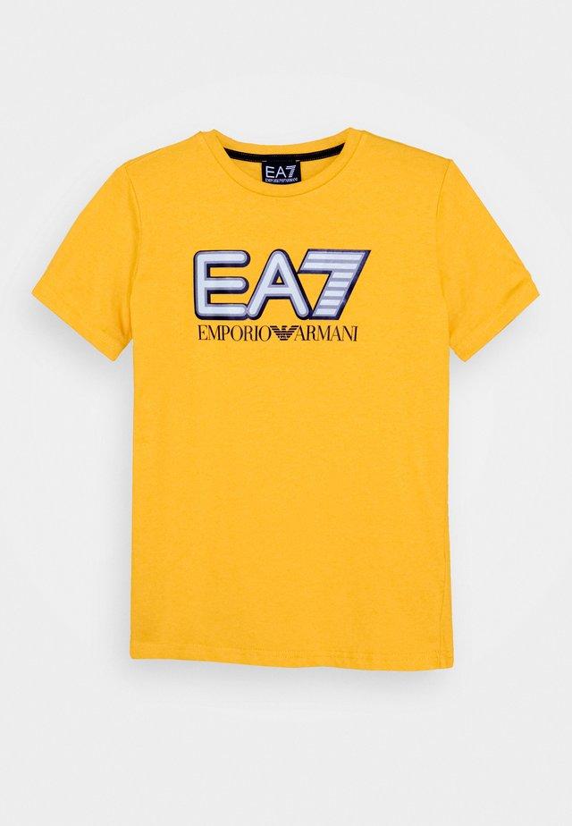 EA7 - T-Shirt print - old gold