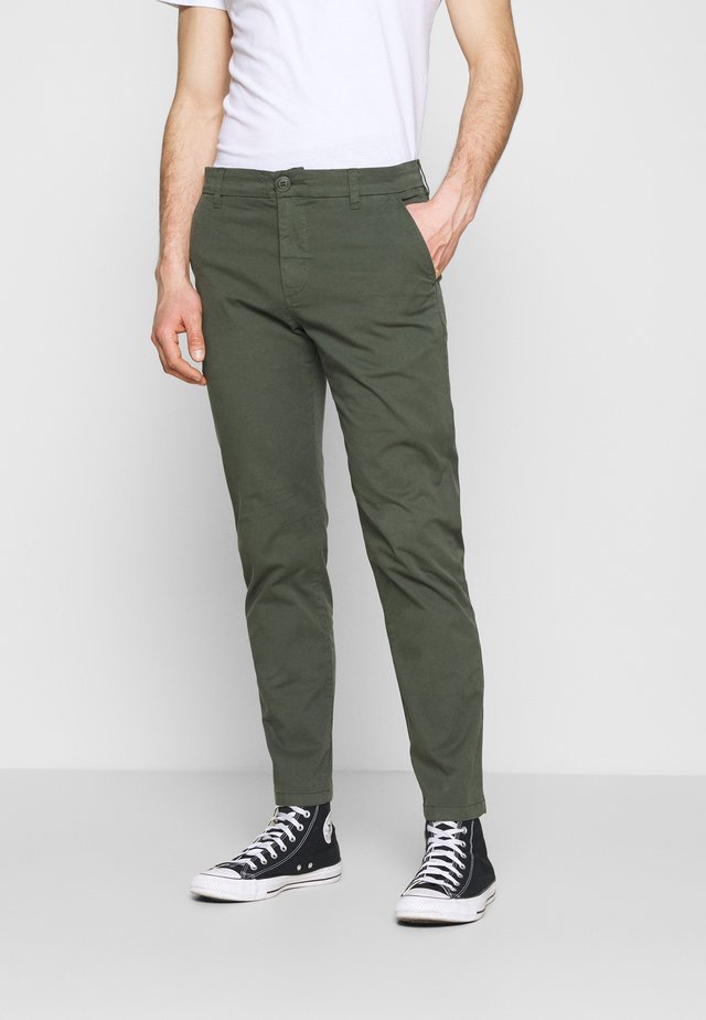 CHUCK REGULAR PANT - Chino - forest night